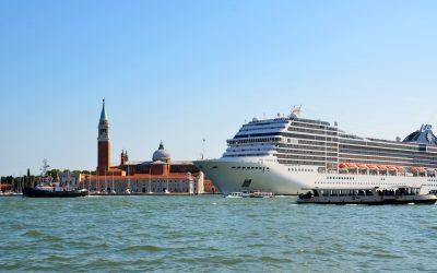 Hiába tiltották ki a hatalmas hajókat Velencéből: 21 híresség petícióban tiltakozik