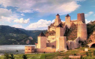 Vaskapu: Festői környezetben áll Galambóc felújított vára